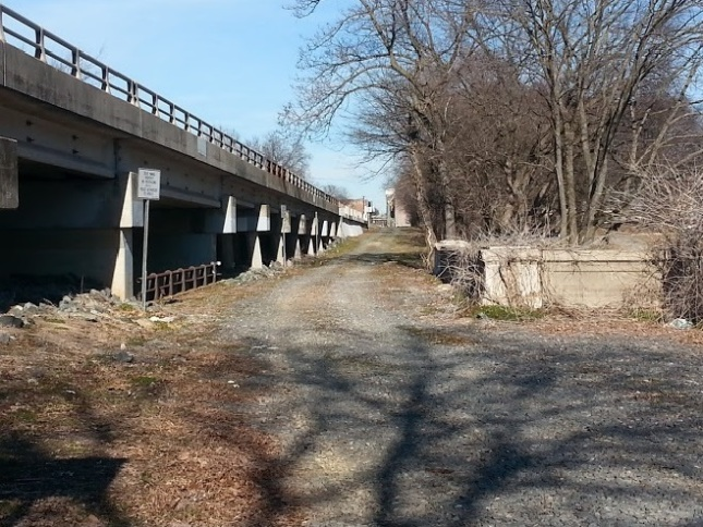 Old Southern Railway ROW on the 6th Street Bridge.  Picture taken by the author.
