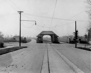 Entrance to Myers Park (1912).  Picture courtesy of the Robinson-Spangler Carolina Room of the Charlotte Mecklenburg Library.